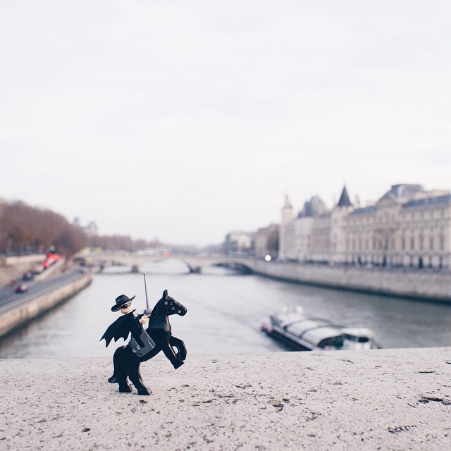 www.lacavalieremasquee.com   Zorro in Paris by Celicelo