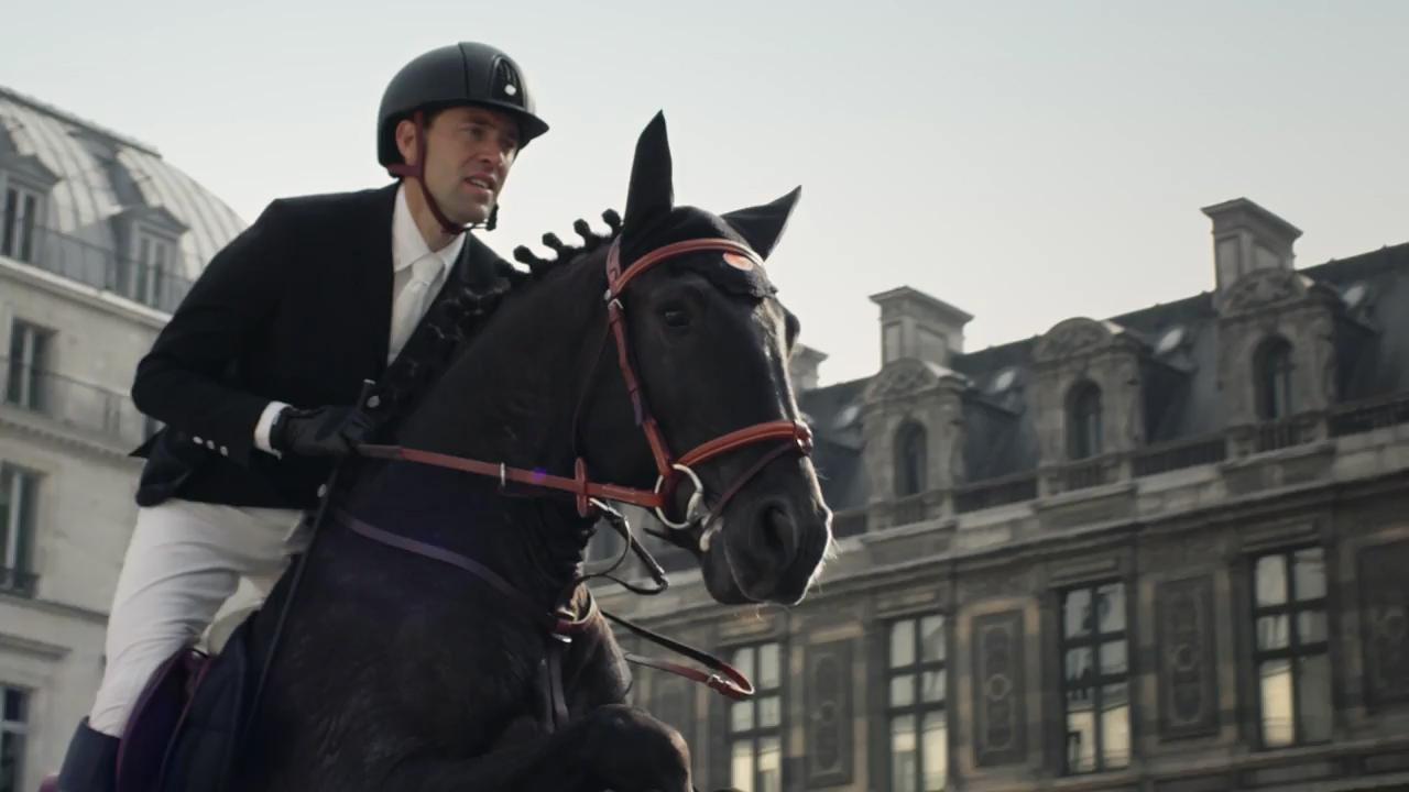 www.lacavalieremasquee.com | Hermès: Un cheval dans la ville